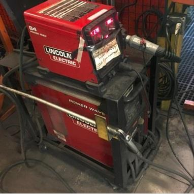 LINCOLN POWER WAVE R500 MIG / TIG WELDER POWER SUPPLY W/ POWER FEED 84 WIRE FEED